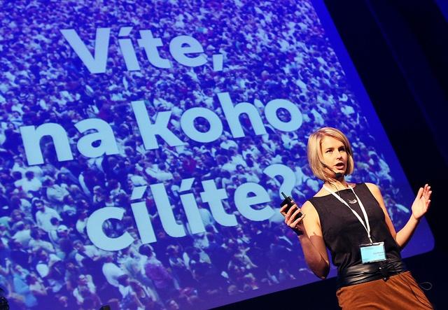 Eva Illésová na konferenci Prime Time for... All about Facebook přednášela na téma Marketing na Facebooku od A do Z.