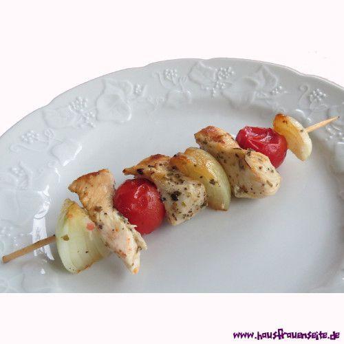 Suflaki Suflaki sind griechische Spieße mit Hähnchenbrust, Zwiebel und Tomaten laktosefrei glutenfrei