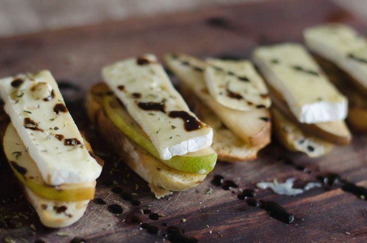 Pear and Brie Crostini with Thyme and Balsamic | Go Go Go Gourmet @gogogogourmet