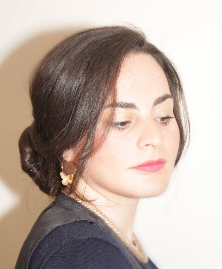 Un raccolto davvero semplice ed elegante. Su @donnesulweb vi spiego come realizzarlo in pochi minuti. Grazie alla modella Marina Rania http://www.donnesulweb.it/bellezza/capelli/video-capelli-raccolti-a-banana.php
