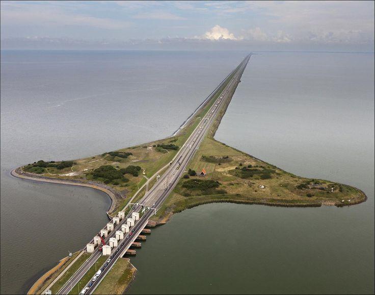 Afsluitdijk between North-Holland and Fryslan The Netherlands [1386x1090]
