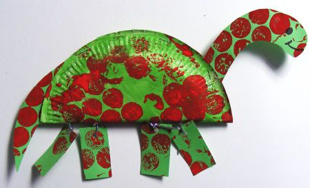 Transform some basic craft supplies into this super paper plate Ddiplodocus fun with a paper plate, paint & bubble wrap.