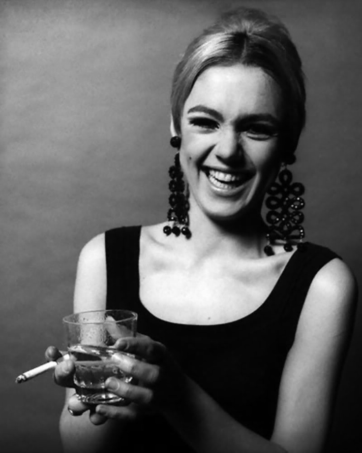 """Edie Sedgwick... Andy Warhol's Muse. Her death was just as controversial as her life. But all things aside, this woman got a wicked style. Big bold earrings and her signature dark eyes make up. (Lotsa black on the eyes, kinda slap-dash and she wore 2 sets of eyelashes on EACH eyes)   """"It's not that I'm rebelling. It's that I'm just trying to find another way"""" -Edie Sedgwick-"""