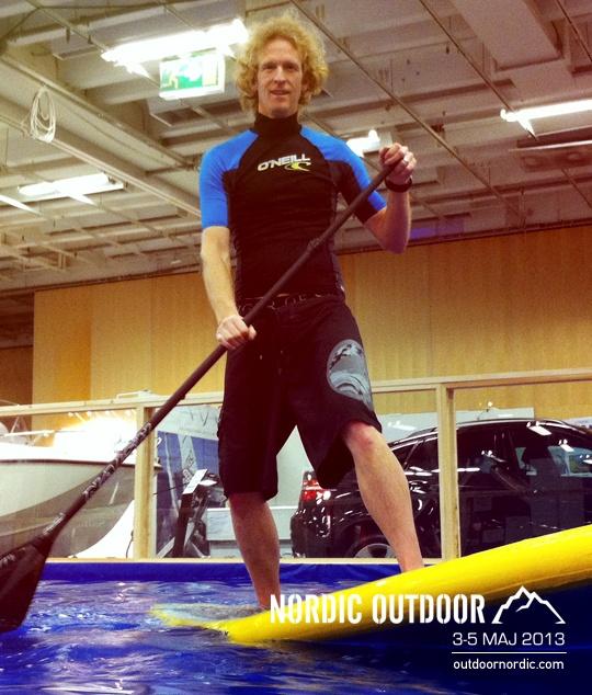 På Nordic Outdoor kan du prova på SUP, Stand Up Paddling, vilket går ut på att man står på en stabil bräda och paddlar med en lång paddel.