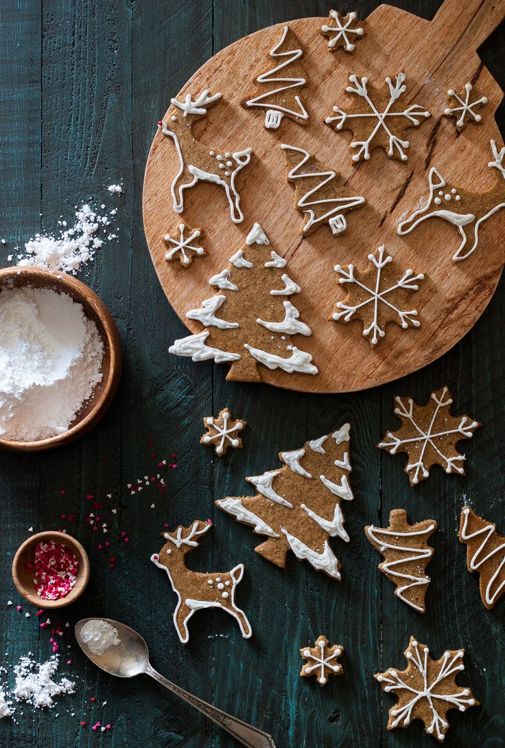 These Old-fashioned Gingerbread Cookies are dairy free, gluten free, refined sugar free, raw friendly, vegan, and paleo. Perfect for everyone this holiday season!