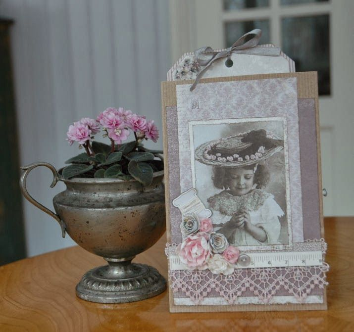 A paperbagcard. Made with papers from  'Studio of Memoires' and a few details from 'Alma's Sewing Room' by #Piondesign.