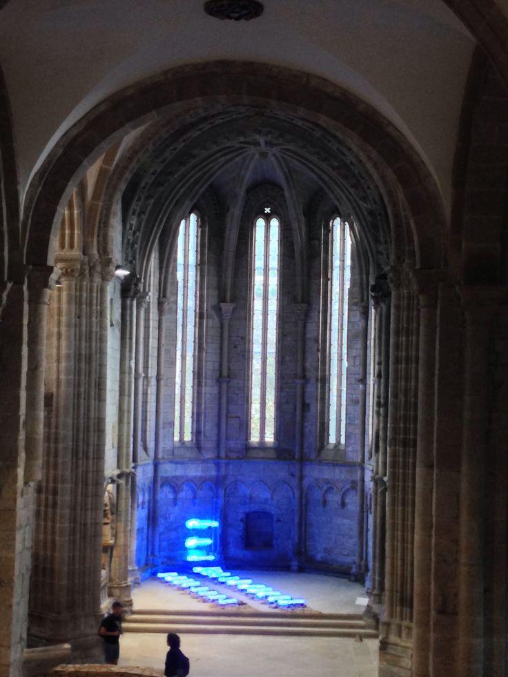 Mario Merz - Exposición On the Road - Iglesia de San Domingos de Bonaval, Santiago de Compostela, España (Spain). Agosto 2014.