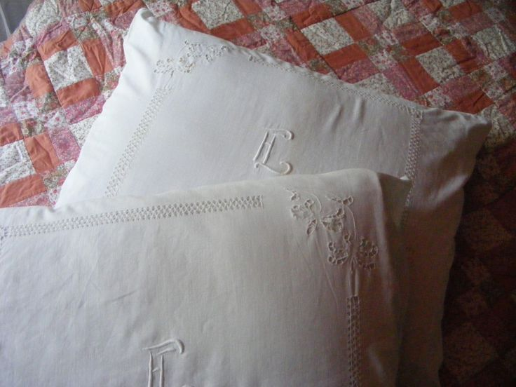 Mammogrammed vintage pillowcases with embroidery www.detijdvantoen.net Brocante & Styling