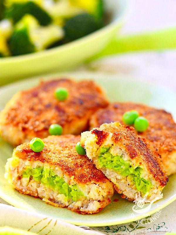Le Crocchette di pesce e piselli, cotte al forno e preparate con pochissimi grassi sono un piatto molto sfizioso indicato per chi è attento alla linea.