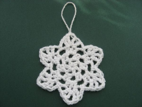 Dreaming of a white Christmas? With a little bit of yarn and even less time, you can have a flurry of snowflakes to trim your tree! Fast and Flurry-ous Flakes You will need: 6 yards cotton thread …