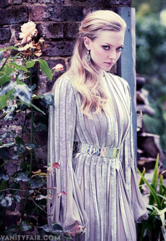 Beautiful eyes! and love the dress. (Amanda Seyfried)