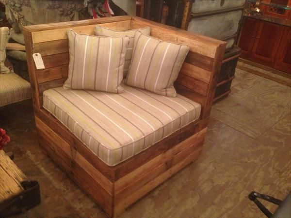 DIY Cushioned Pallet #Corner Chair | 101 Pallets