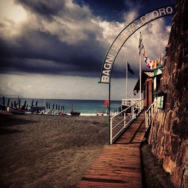 The autumn #sea after the storm is always fascinating...  #Bonassola #CinqueTerre #Italianriviera #Liguria #Italy www.caduferra.it