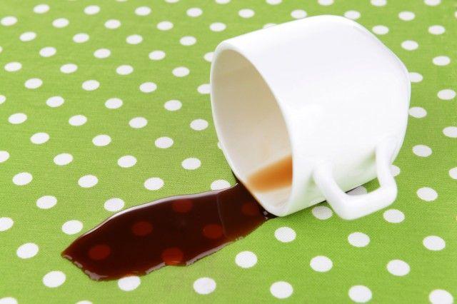 Come rimuovere le macchie dai tessuti con prodotti che troviamo in casa