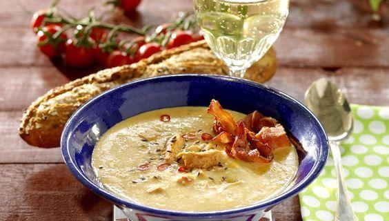 Kryddig soppa med kyckling och bacon! Chili ger lite extra hetta.
