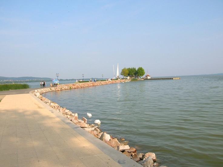 De boulevard bij Keszthely aan het #Balatonmeer in #Hongarije.