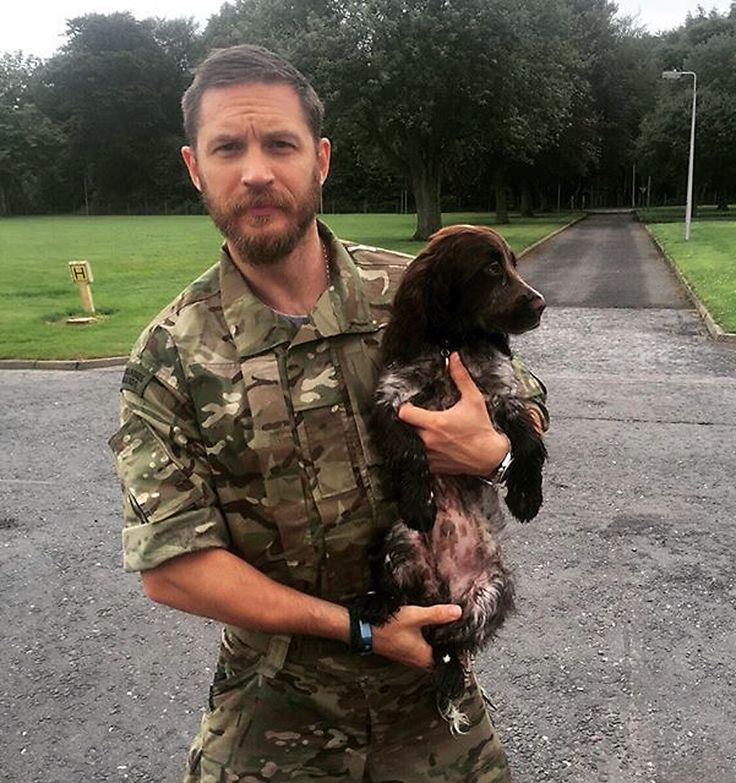 ohno, no no00ooooo@kirstenkiwi13 - Yes that is Tom Hardy and a puppy. What's cuter?! Sadly not getting to meet him @kayebyoung next time.. #puppy #dogsofinstagram #tomhardy