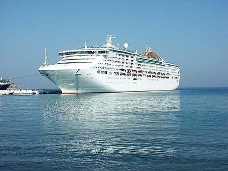 Το Oceana πλευρισμένο στον Πειραιά. 25/08/2013.