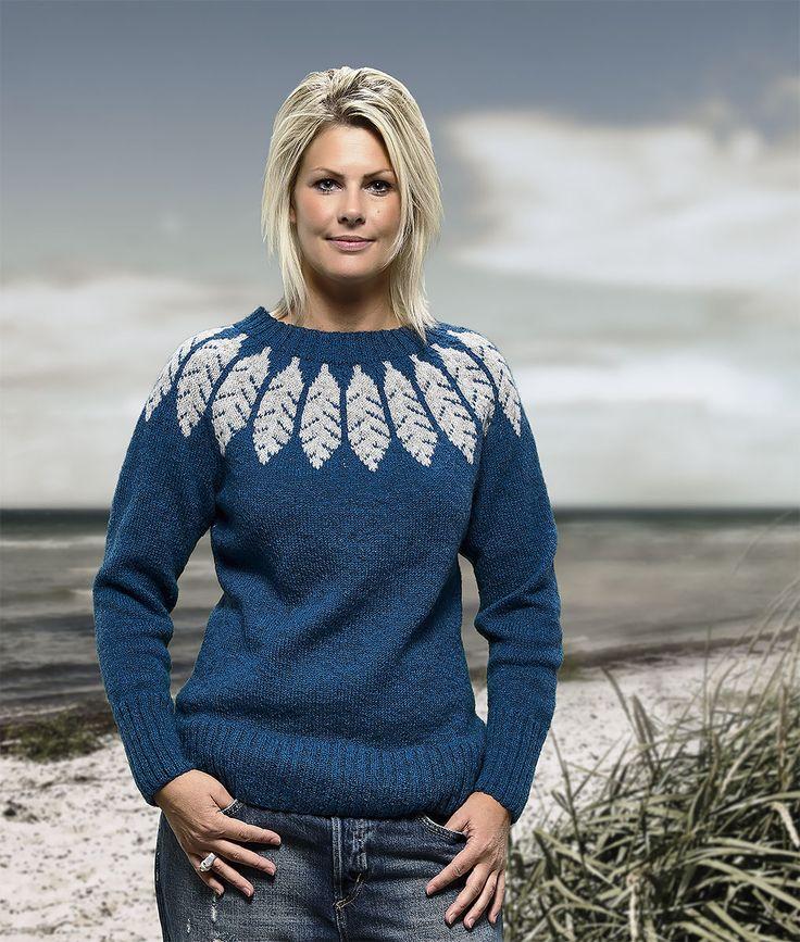 Størrelser: S | M | L | XL Sweaterens brystvidde: 92(98)104(110) cm. Længde: 62(62)63(64) cm. Modellen på foto bruger konfektions str. 38, og sweateren er opstrikket i str. M. Farve: Se farveprøver
