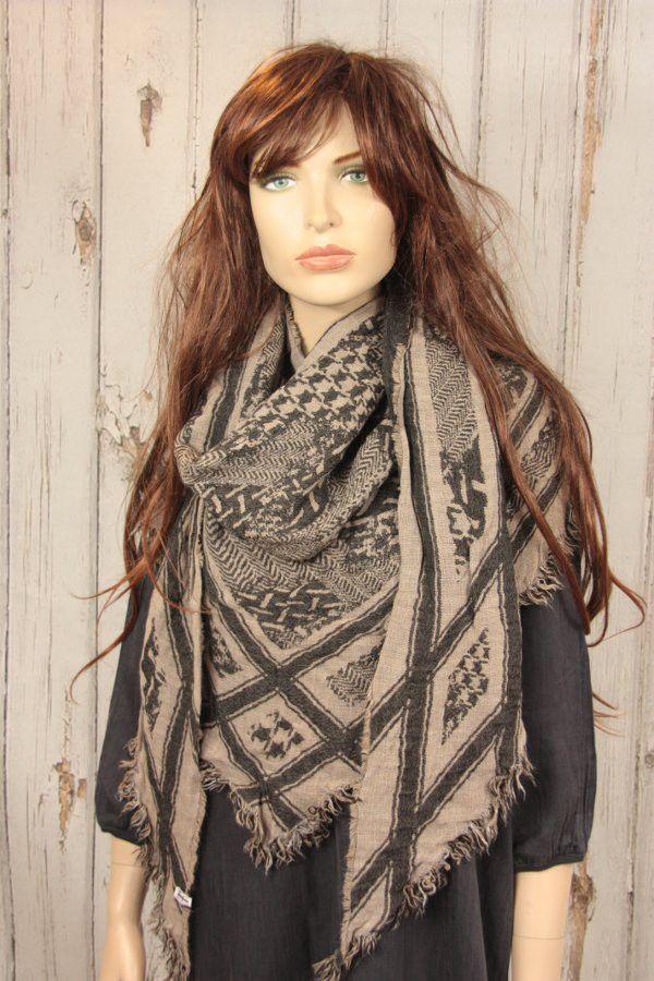 Tif-Tiffy shawl Cait arafat style nude