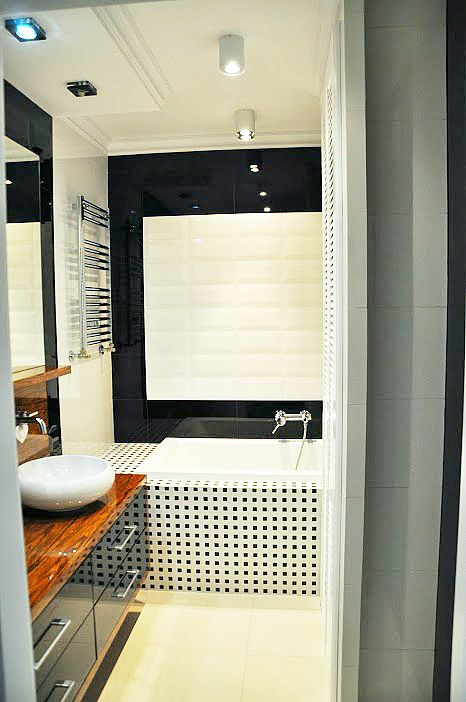 Czarno-biała łazienka Tubądzin Zień  - Projektowanie wnętrz Warszawa // glamour bathroom in white and black http://www.jedynetakiewnetrza.pl