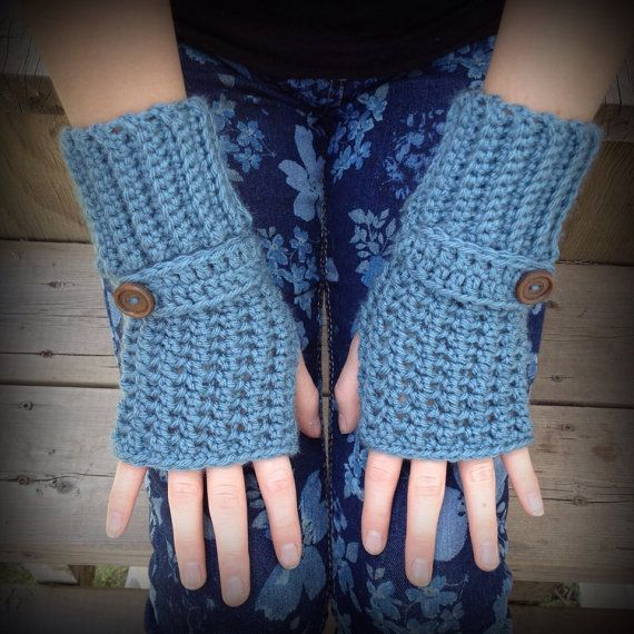 Fingerless gloves are the perfect accessory for the fall! This pair has stretchy ribbed cuffs and decorative strap with wooden button