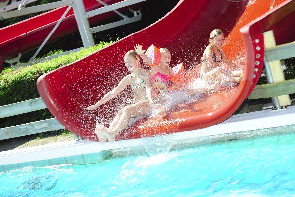 Zwembad de Bever is er klaar voor!  Sint Pancras: Op woensdagmiddag 29 april opent het zwembad de deuren voor een nieuw zomerseizoen, met veel activiteiten en vertier voor jong en oud.  Op 29 april van 07.00 uur tot 09.00 uur kunnen de banenzwemmers weer in het zwembad terecht. 's Middags organiseert Z & PC de Reuring in samenwerking met Zwembad de Bever de schoolzwemwedstrijden. Op zaterdag 2 mei vindt het grote openingsfeest plaats.