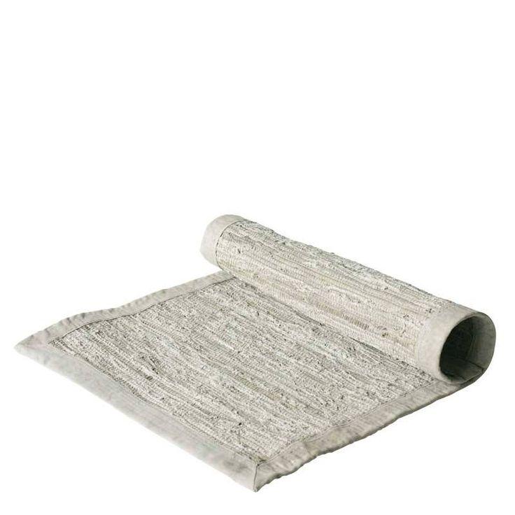 Dit vloerkleed is gemaakt van lichtkleurige gerecyclede legertenten.  Duurzaam en wasbaar in de wasmachine. Maat 70x200 cm.