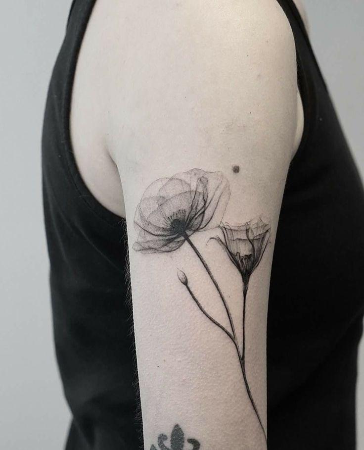 Besidemyself Onback Flowertattoos In 2020 Mohnblumen Tattoo Tattoo Ideen Klein Tatowierungen