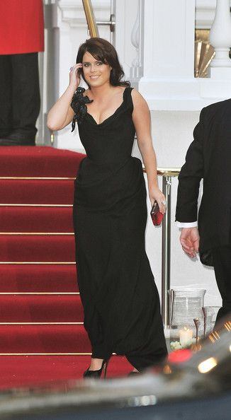 Princess Eugenie entering the Pre-wedding dinner for her cousin Prince William and Kate Middleton.