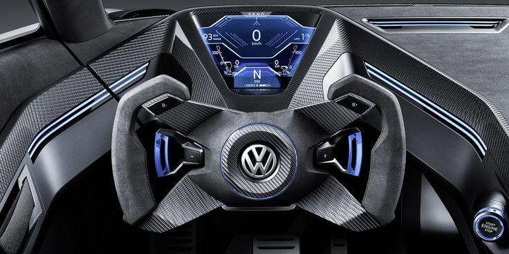 L'intérieur tout en carbone évoque un cockpit de F1 ultra sportif! Le gigantesque pont central en carbone intègre dans sa masse les sièges baquet du conducteur et de son passager.