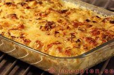 Recept med kassler som tillagas i ugn. Med ris, purjolök, grädde, chilisås och majonnäs. Denna goda rätt går att förbereda.
