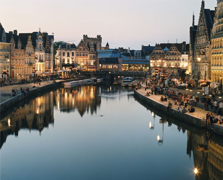 The Leie River in #Belgium glistens at night as the beautiful architecture reflects upon the water. Take a stroll along this river for a breathtaking view at dusk!