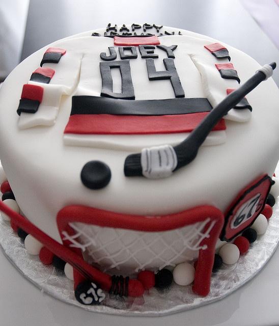 My Joey would love a hockey cake :)