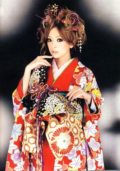 красивая японка Аюми Хамасаки в кимоно. Фото / Ayumi Hamasaki photo