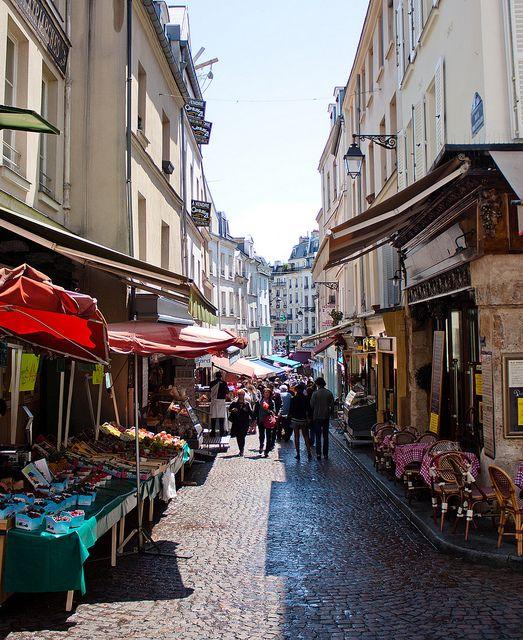 Et ça, c'est la rue Mouffetard, 18 mois de bonheur tranquille mes premières années d'enseignement... .