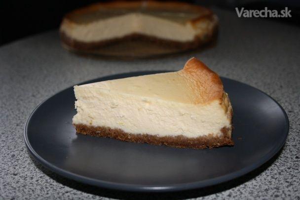 Pravý cheesecake sa robí so syru philadelphia. No nie každý si ho môže dovoliť, lebo je  malý, drahý a na tento recept by ho treba veľa....   Nie som žiadna fotografka.. ale dúfam, že to máte pekne vysvetlené  :)