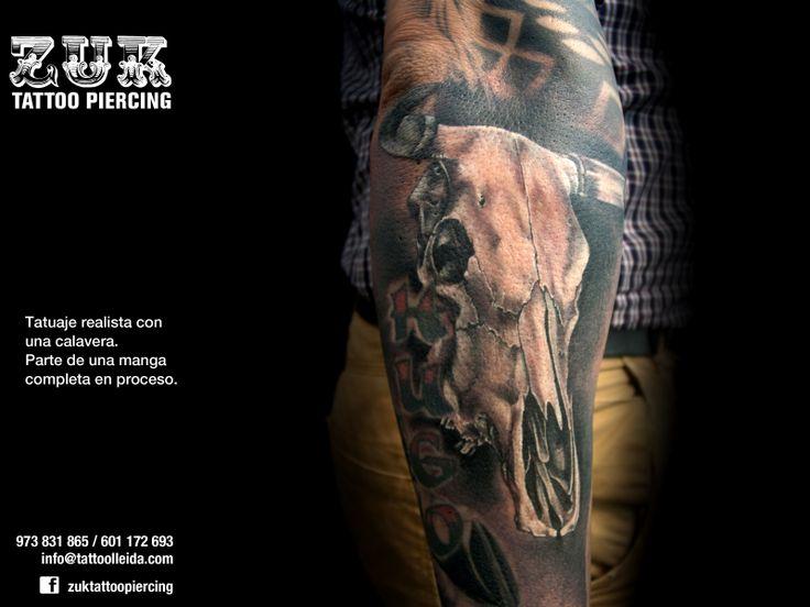 Tatuaje realista con una calavera. Parte de una manga completa en proceso