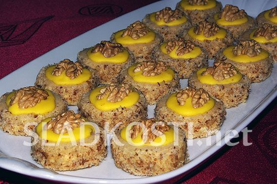 Ořechové koláčky s vaječným likérem