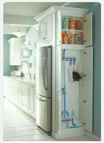 Guardar detergentes y utensilios de limpieza