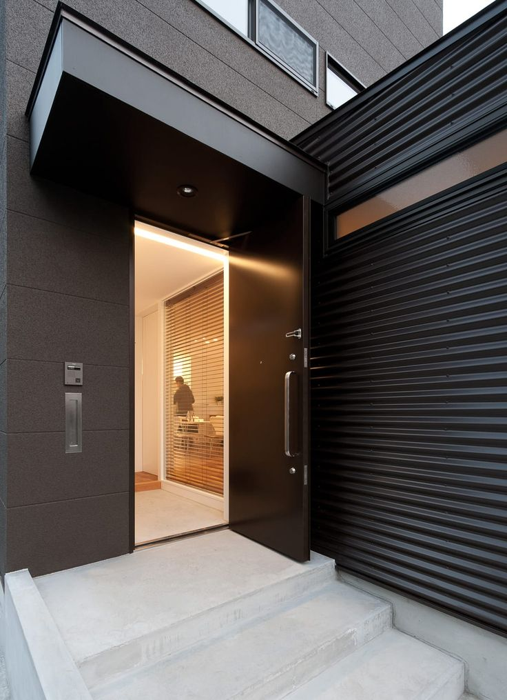 バランスのとれた優等生住宅の外構(玄関扉)1