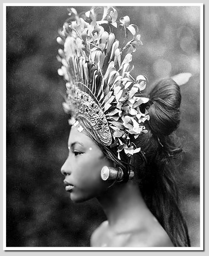 Portrait of a Balinese dancer, 1928 Phototographer: André Roosevelt
