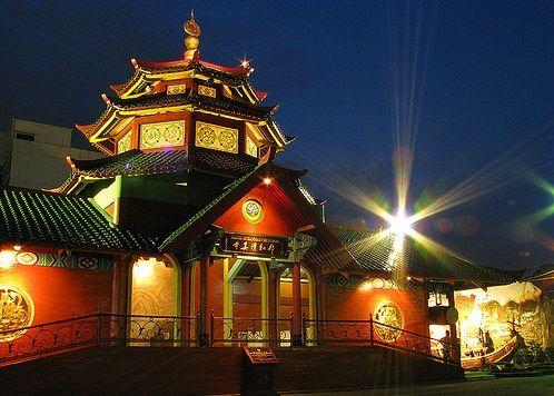 Masjid Cheng Ho at Surabaya, East Java.  It reflects cultural acculturation of Tiongkok-Java-Islam Architecture