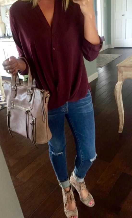 Erin from Living in Yellow blog shows us this great top by Lush @ Nordstrom. 2017 Fashion trends!