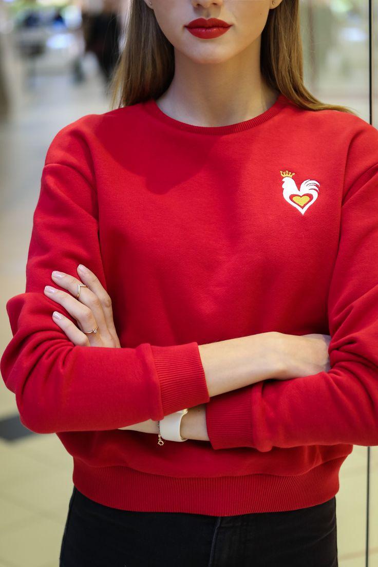 красный свитшот с вышивкой, дизайнерская одежда, подарок девушке, НГ 2017, символ 2017, петух, сердце, streetstyle