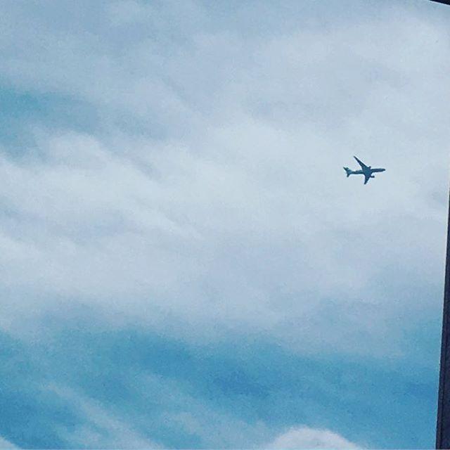 おはようございます☁️🌂 今日も雨予報の北海道です。 ʕ•̫͡•ʕ•̫͡•ʔ•̫͡•ʔ•̫͡•ʕ•̫͡•ʔ•̫͡•ʕ•̫͡• 今日は飛行機に✈️乗り 息子が帰って来ます❗️ 部活動が忙しくてなかなか 時間の取れない息子… 身長また越されたかな❓ 7月の学祭には会ってる のでひと月振りくらいに なります😊 ひとり息子なので大切な 私の宝です💕✨✨ 身体の弱い母だけど… 息子の顔見ると一気に元気に なれます🎶 息子が帰って来てる4日間✨ 良い時間にしたいと思います🎶 #息子 #cb400sf  #スープカレー  #スィーツ女子  #女子力  #愛犬 #チワワ #北海道 #写真 #写真すきな人と繋がりたい  #車 #SUBARU  #バイク #かわいい  #空 #花 #風景写真  #景色