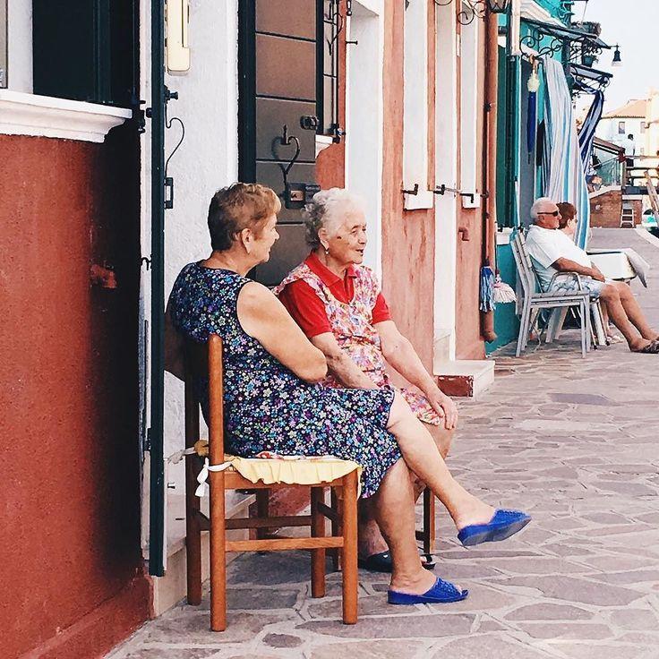 Just two Italian grandmas chatting:) - - - - - - - - - - - - - #travel #travels #traveling #travelgram #tripstagram #bulgrian #bulgariangirl #italy #italian #grandma #nana #gossip #gossipgirl #gossiping #travelphotography  #travelphotography #venice #island #burano #friends #bff #bffgoals