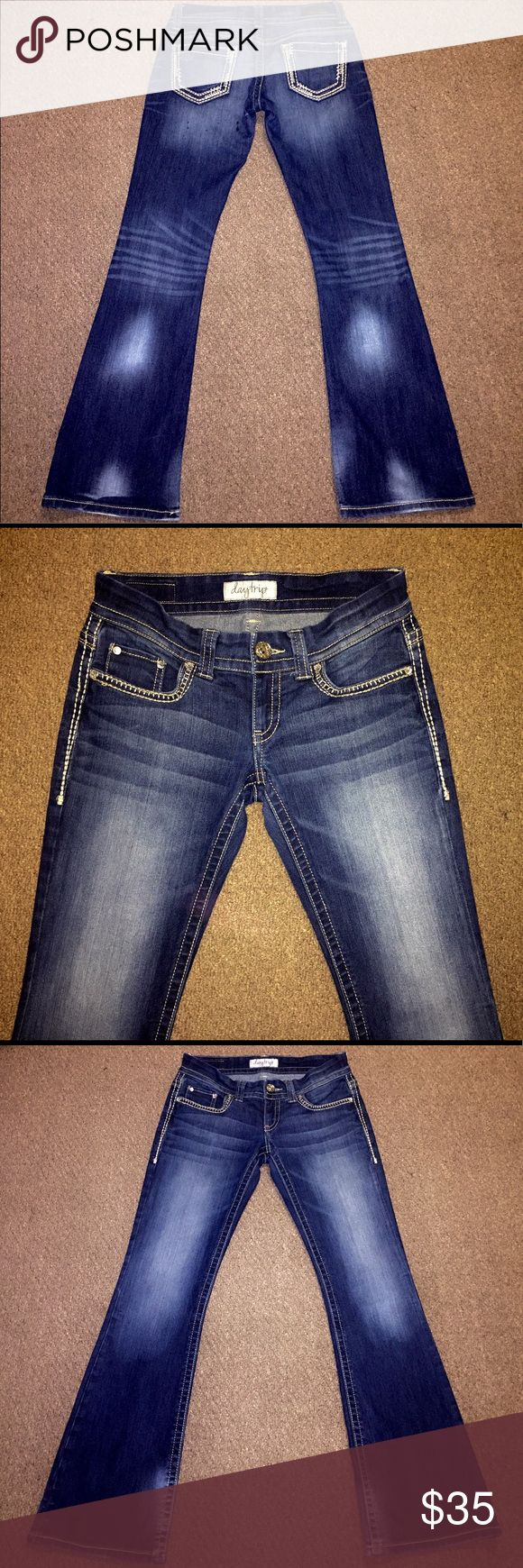 😍 Gorgeous Daytrip Aquarius Flare Jeans 😍 Gorgeous and in perfect condition! From the Buckle store- Daytrip Aquarius Flare Women's Dark Wash Jeans in size 28 R with an inseam of 33. BKE Jeans Flare & Wide Leg