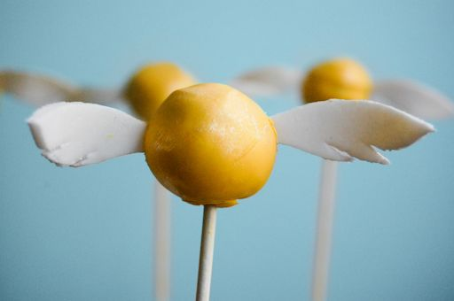 Golden Snitch Butterbeer Cake Pops. I'm cake pop OBSESSED