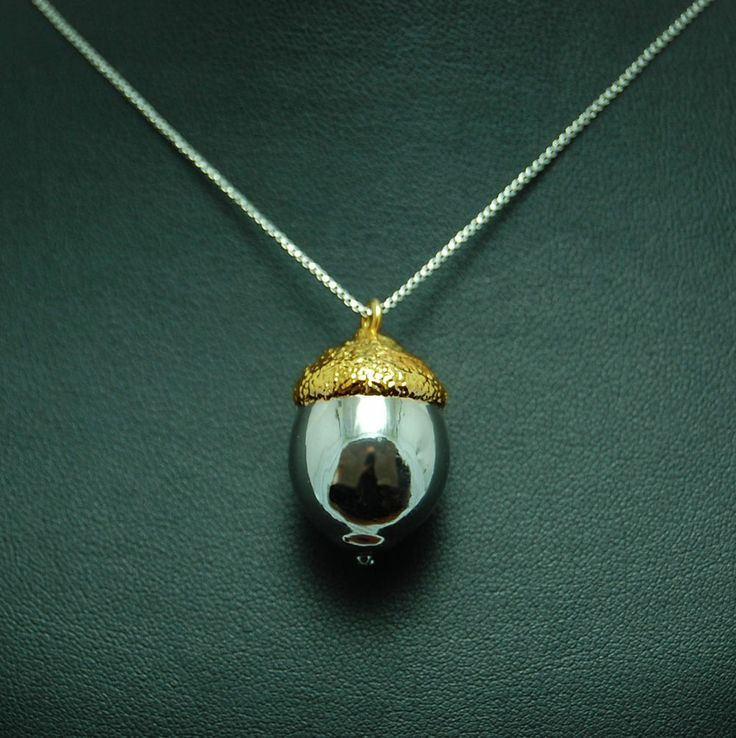 IT - San Valentino: Ghianda rivestita in argento ed oro  EN - Necklace with acorn electroformed  Electroformed copper, silver plating and rhodium and gold